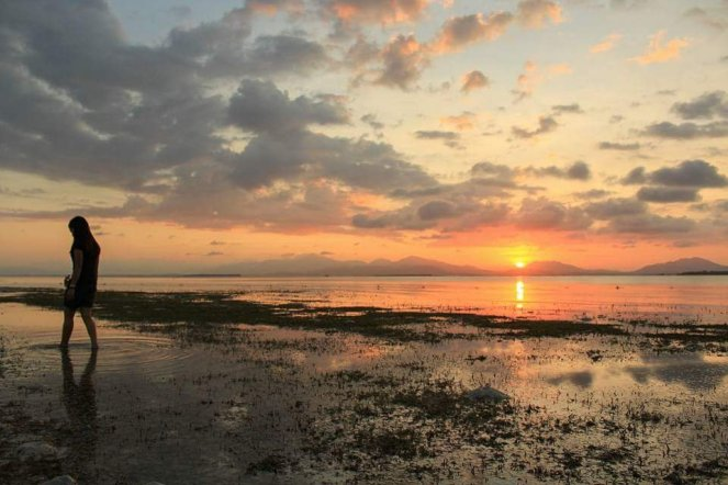 The usual sunset of the South China Sea